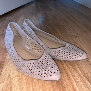 Pointed toed flats